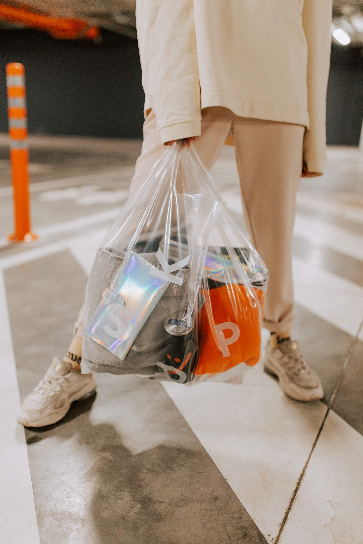 Перевозить вещи теперь еще удобнее:  SkyUp анонсирует услугу упаковки ручной клади