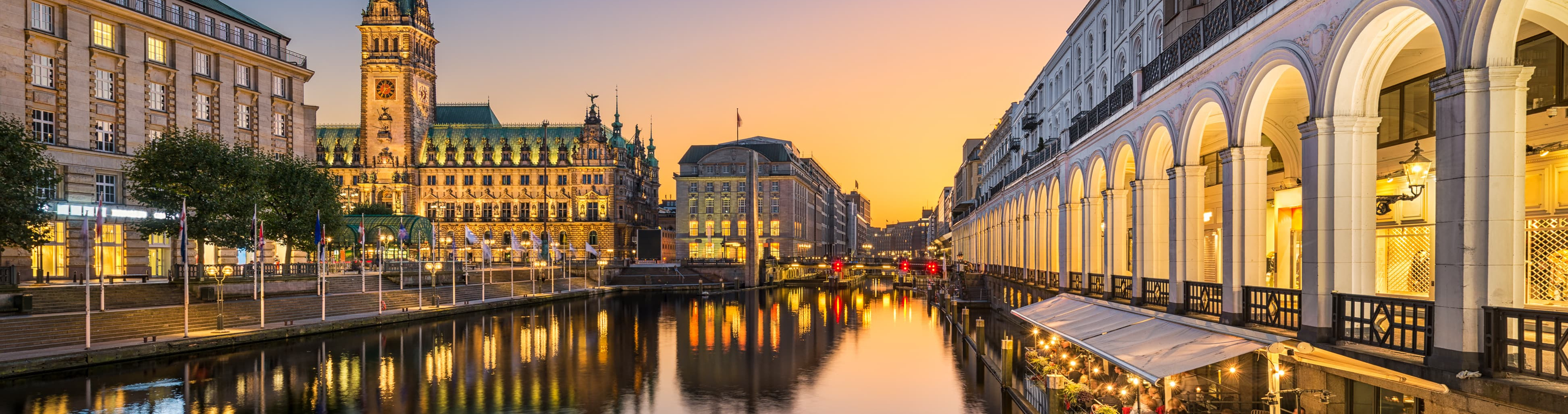 Мости, музеї та розваги: SkyUp починає продаж квитків до Гамбурга