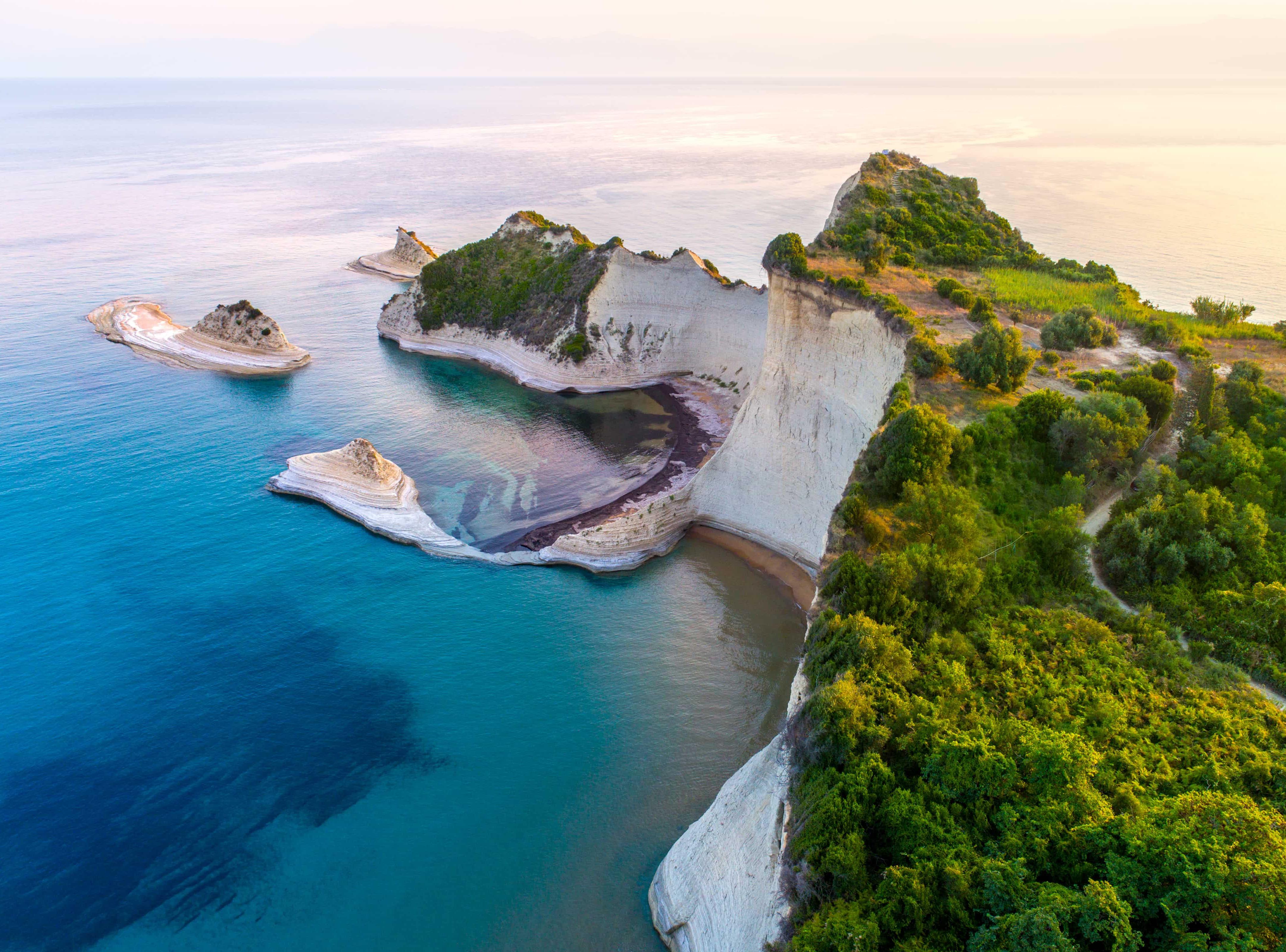 rodos-korfu-iraklion-skyup-rozpochinaye-velike-grecke-lito